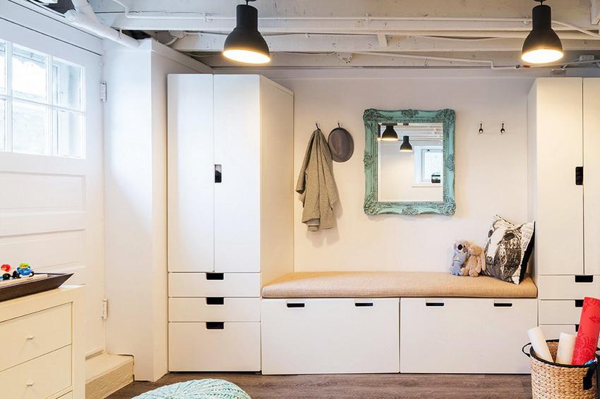 Как правило, в прихожей используют минимальное количество необходимой мебели