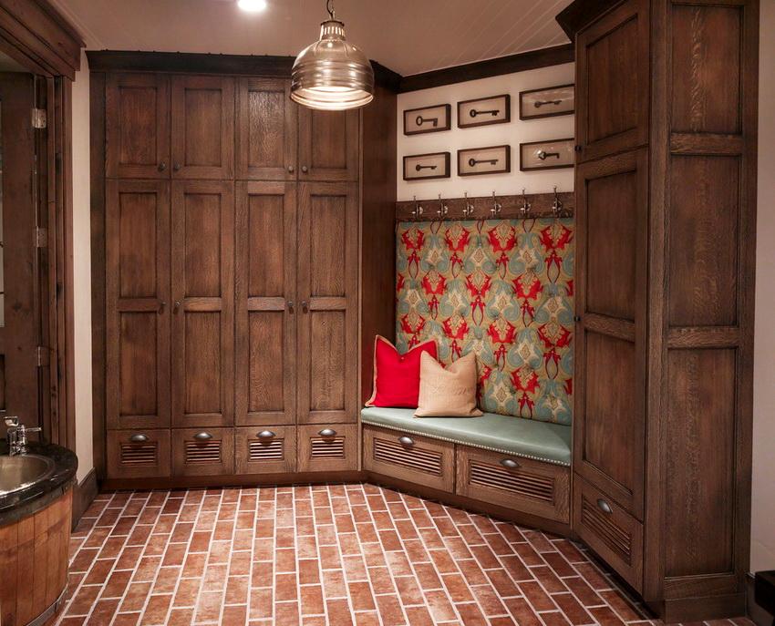 Мебель из массива дерева отличается экологичностью и долгим сроком эксплуатации