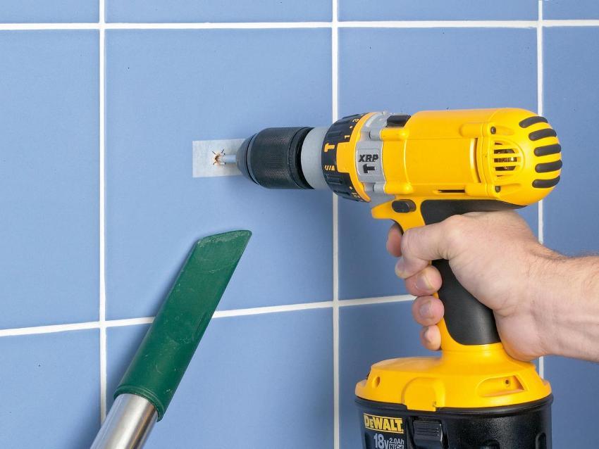 Монтаж сушилки лучше выполнять на несущую стену