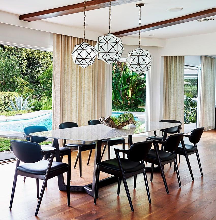 Покупать столы и стулья комплектом выходит финансово более выгодно