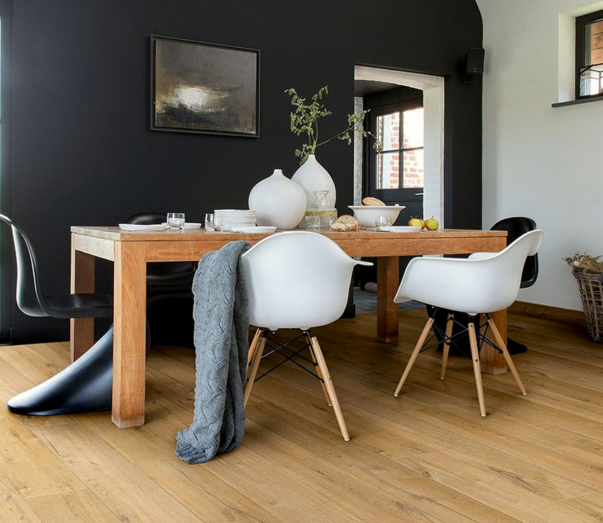 В первую очередь, подбирая размер стола необходимо ориентироваться на габариты кухни