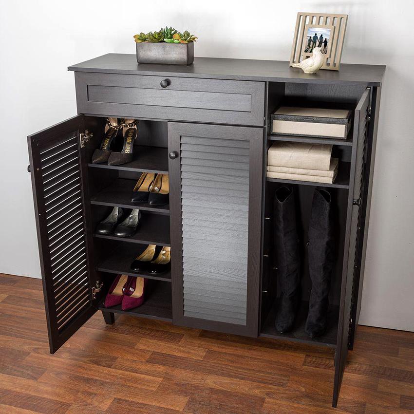 Подбирая обувницу необходимо учитывать число проживающих в доме человек и количество обуви