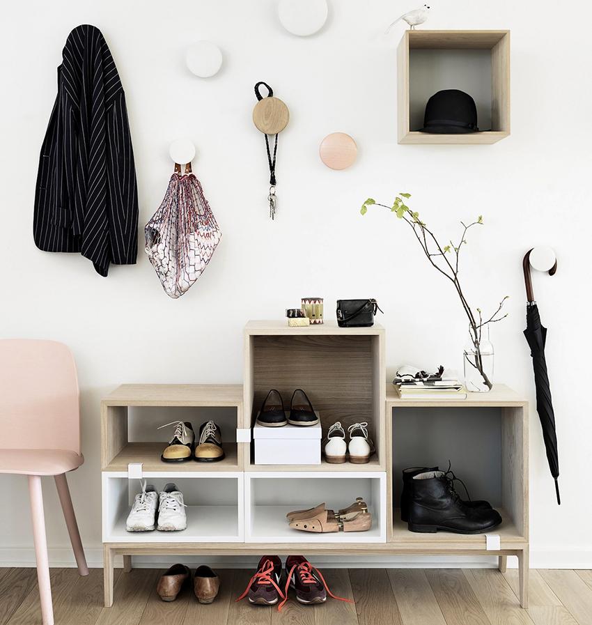 Открытые обувницы бывают разных конфигураций в разных стилях