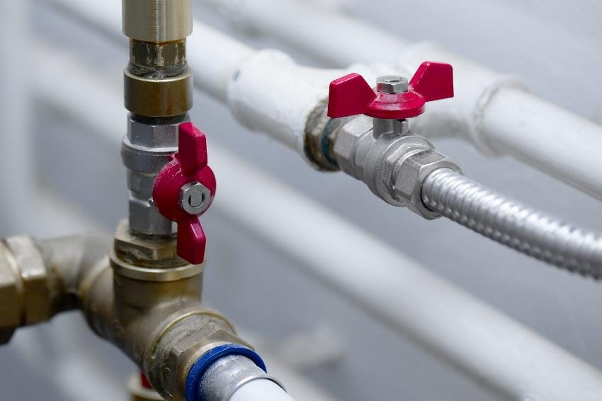 Трубы для автономного отопления могут быть изготовлены из любого подходящего материала: полипропилена, металлопластика или стали