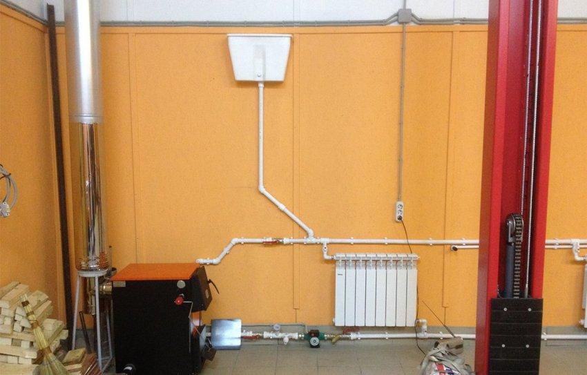 При обустройстве водяного отопления в гараже своими руками следует понимать принцип действия конструкции