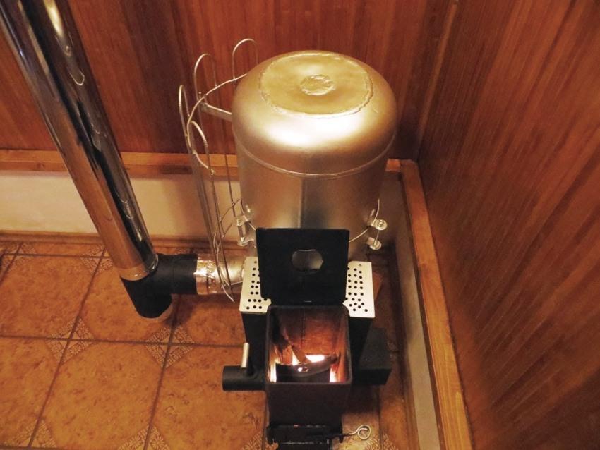 При обеспечении нормального режима работы печь не создает много копоти и гари