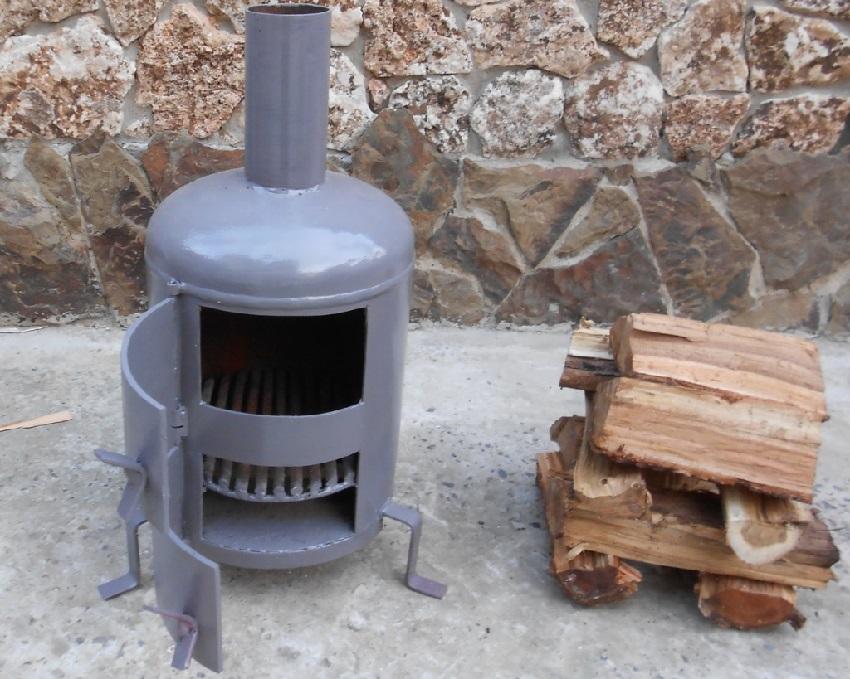 Для изготовления буржуйки в гараж подойдет отработанный газобаллон
