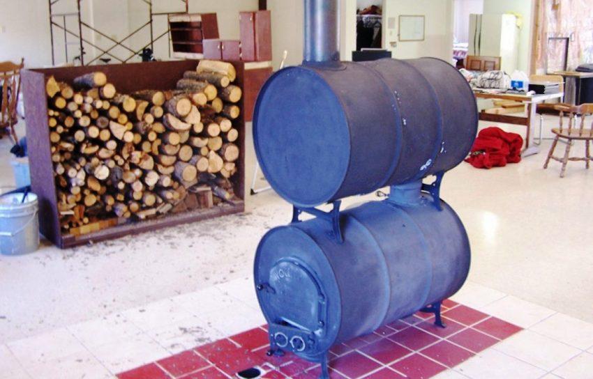 Пол рекомендуется защитить от высокой температуры, которую продуцирует печка на дровах с помощью плитки