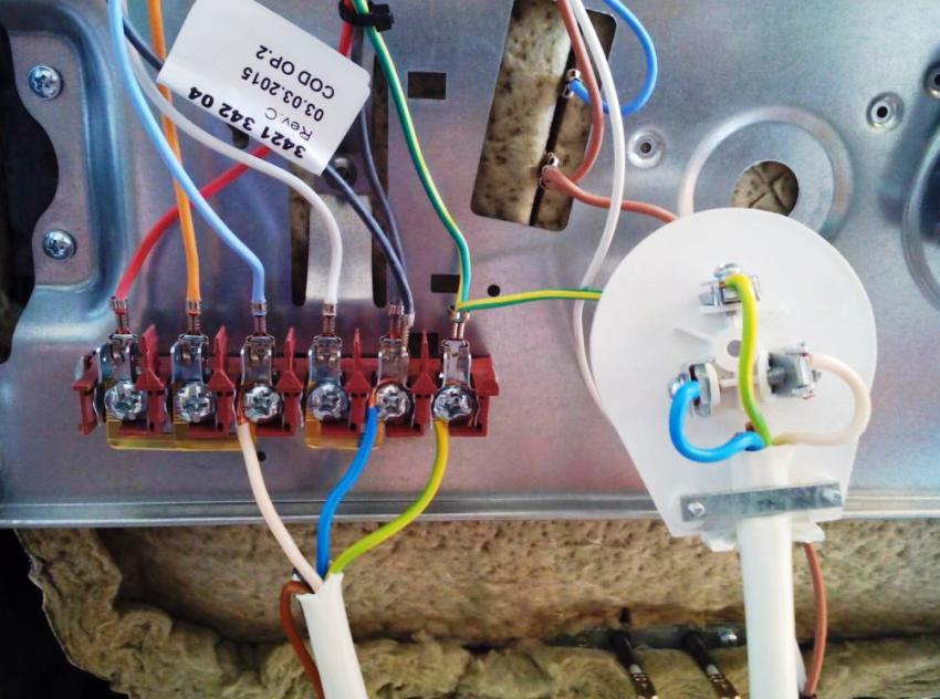 Варочные поверхности Бош, чаще всего подключаются посредством четырехжильного кабеля