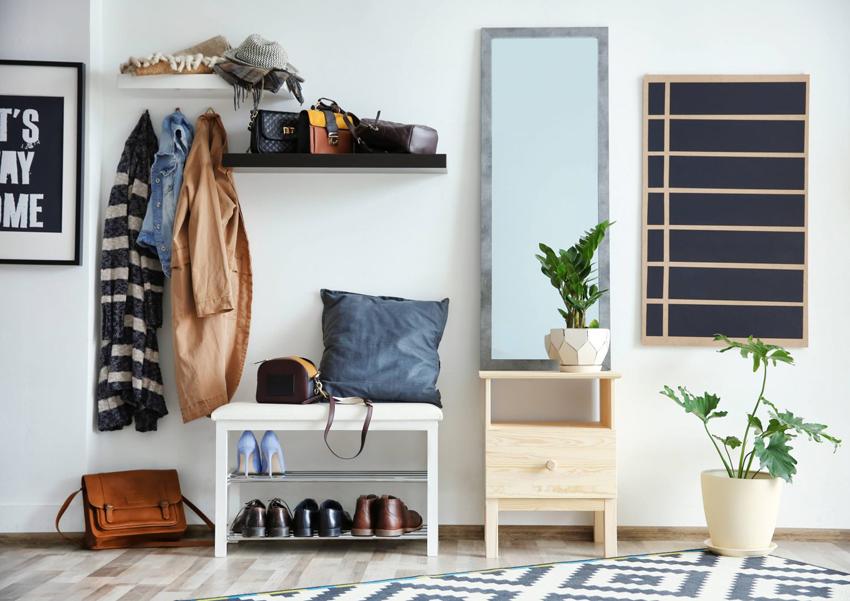 Полка под обувь с сиденьем является простой и удобной конструкцией