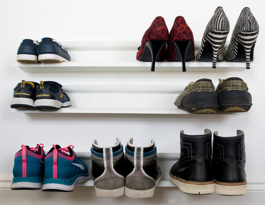 Настенные полки для обуви занимают минимум места