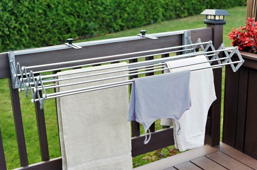 Наружная сушилка монтируется на внешней стороне балкона или лоджии
