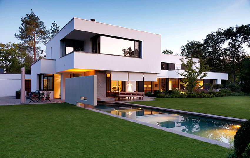Проекты современных домов отличаются простотой линий, открытостью и экологичностью