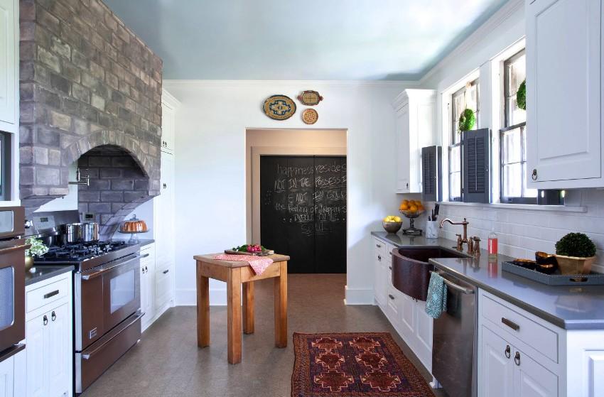 Ремонт кухни нужно более тщательно продумать, так как эта комната эксплуатируется значительно больше остальных в доме