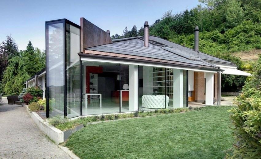 Частные дома с панорамными окнами демонстрируют очень привлекательный и оригинальный внешний вид фасада