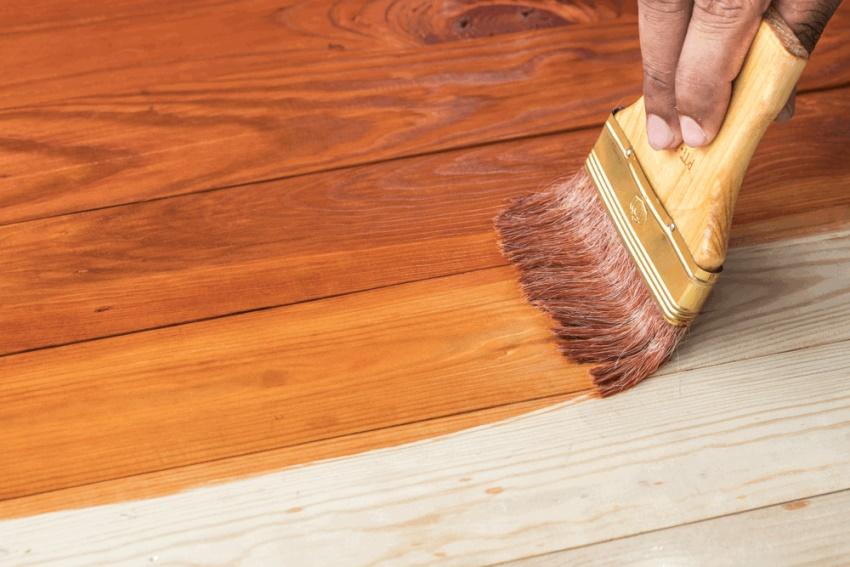 Ремонт пола чаще всего производят путем полной замены существующего покрытия, а под ним меняют поврежденные деревянные лаги