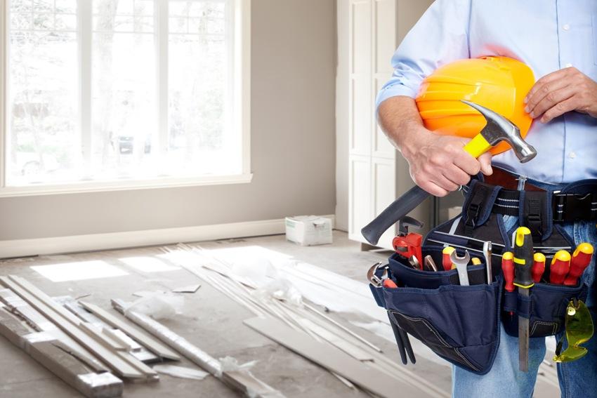 Можно выполнить ремонт в доме своими руками или же полностью довериться профессионалам