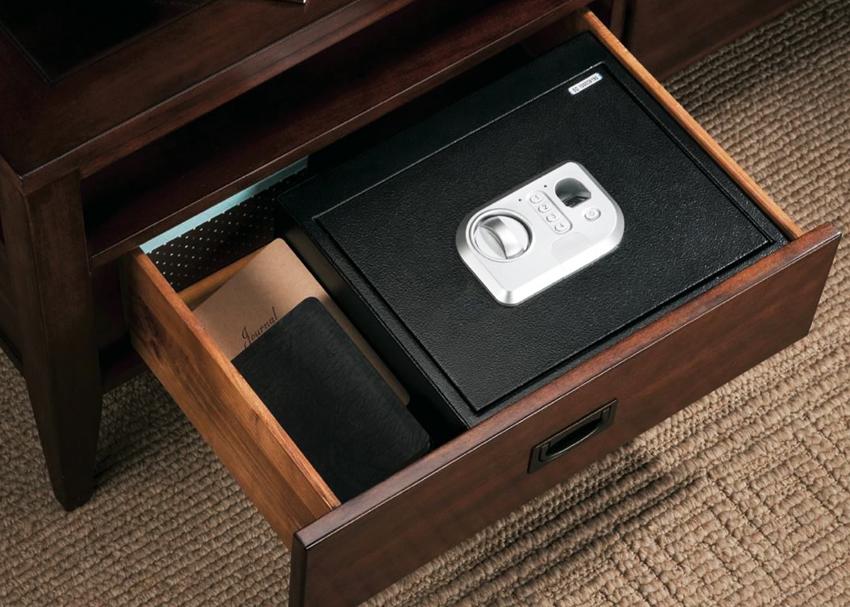 Для дома обычно выбираются сейфы с 1-4 классом устойчивости к взлому и защитой от пожара