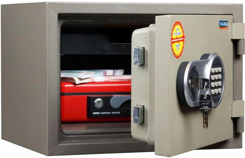 Огнестойкие сейфы больше нацелены на защиту имущества от пожара, чем от грабителей