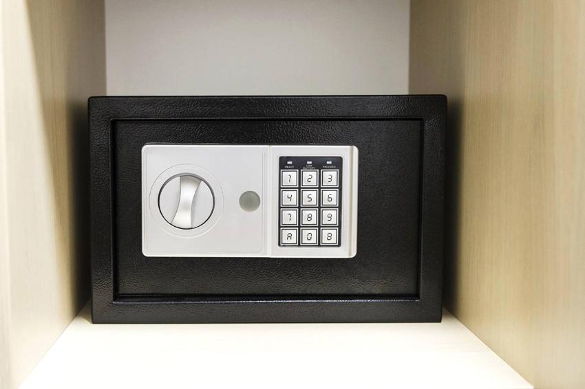 Комбинированный сейф сочетает в себе характеристики несгораемого и взломостойкого