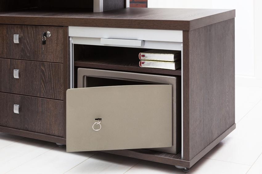 Мебельные сейфы имеют маленький размер и хорошо встраиваются в обстановку квартиры