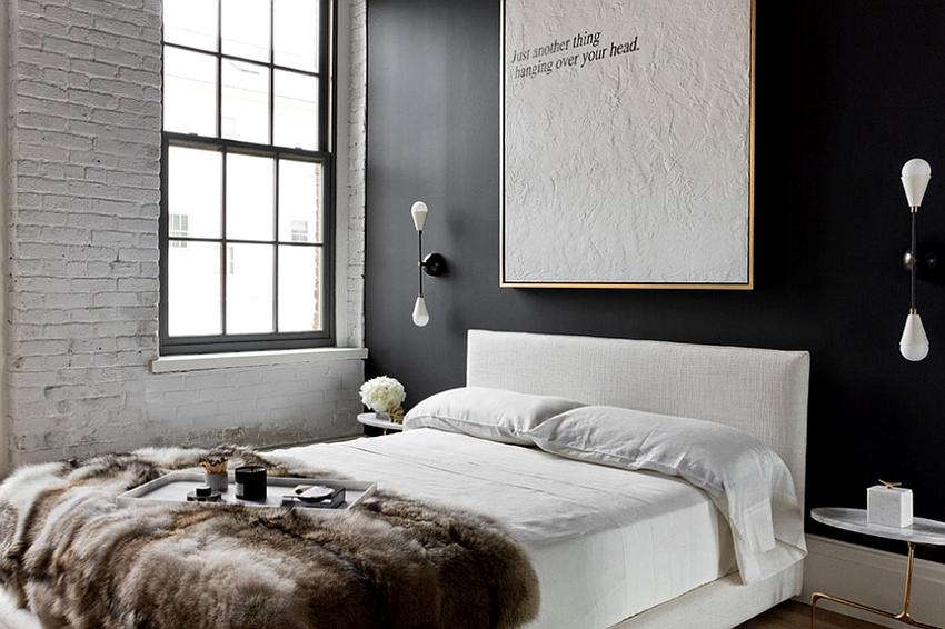 Спальню в стиле лофт рекомендуется декорировать картинами и постерами
