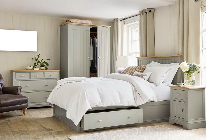 Современный спальный гарнитур выполнен в едином стиле и составляет основу дизайна комнаты