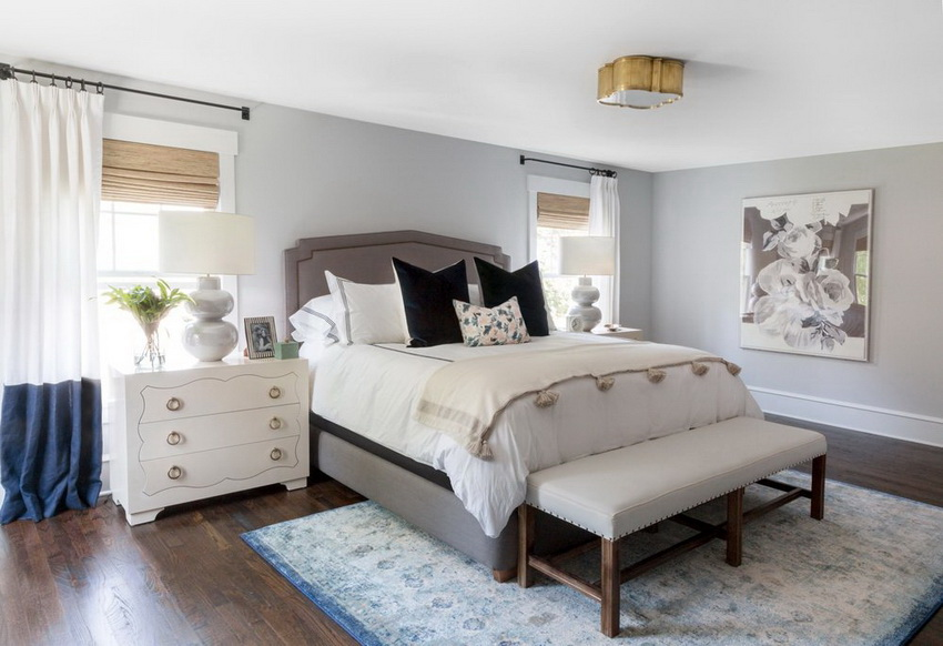 Спальный гарнитур белого цвета отлично сочетается с любыми оттенками и делает спальню визуально просторнее