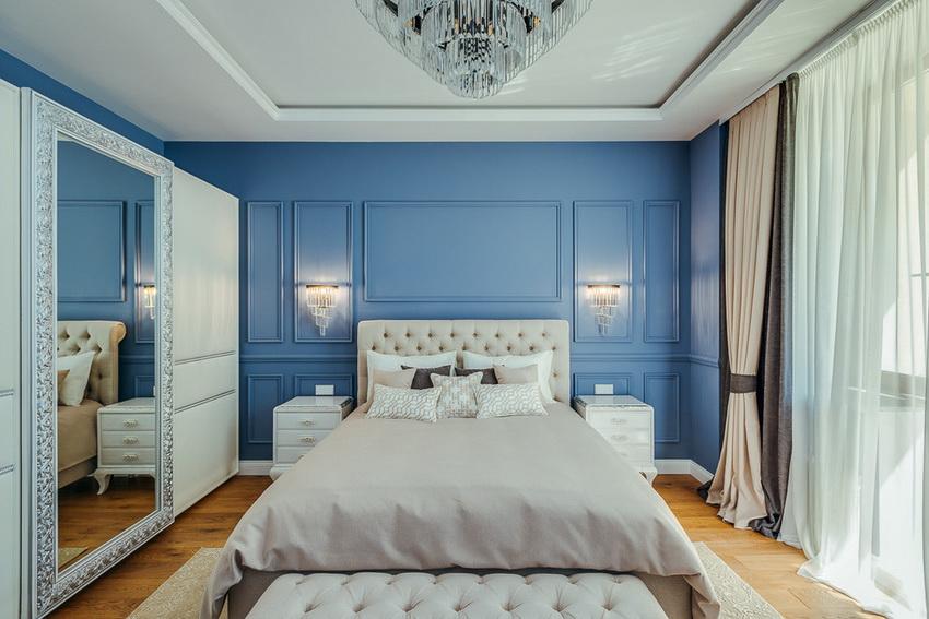 Белый цвет великолепно сочетается со всеми оттенками синего, зеленого, бежевого, что позволяет создавать поистине роскошные интерьеры спален