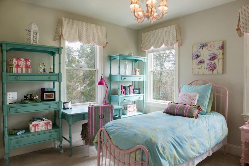Мебель для детской комнаты отличается яркими цветами и компактностью
