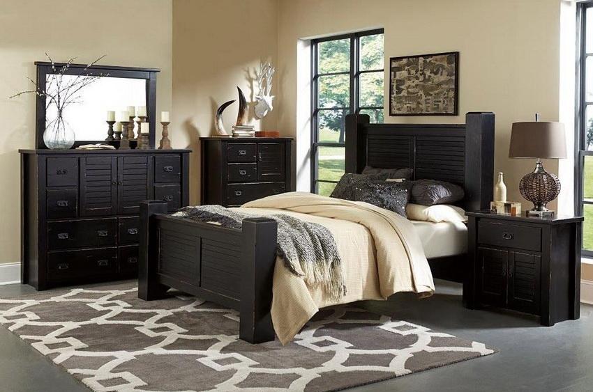 Для небольших спален можно подобрать мебель компактных размеров