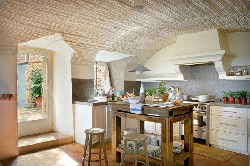 Средиземноморский стиль в интерьере кухни подразумевает ассоциации с морем и отдыхом