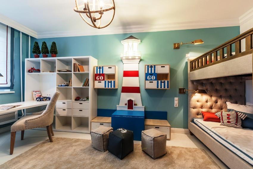 Современный стеллаж для детской комнаты часто представляет собой конструктор из отдельных секций и дополнений к ним