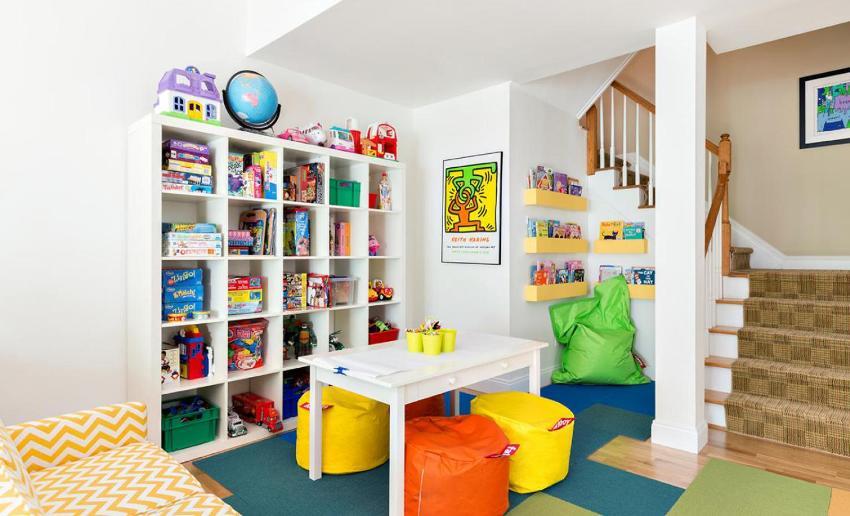 Конструкция требует надежного крепления мебели к полу или стене, чтобы она не упала на малыша