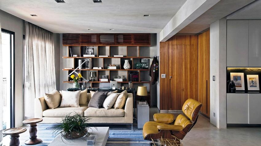Необычными и оригинальными считаются конструкции от пола до потолка с неглубокими полочками