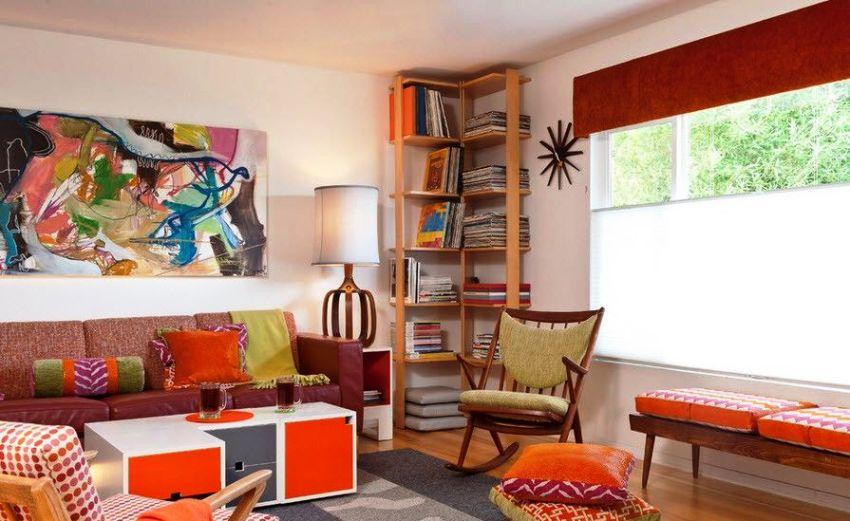 Угловой стеллаж прекрасно подойдет для гостиной, на него можно выставить статуэтки, сувениры и книги