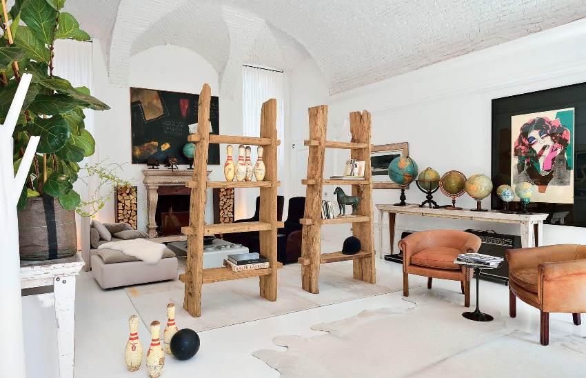 Декоративные деревянные стеллажи могут стать настоящей изюминкой интерьера