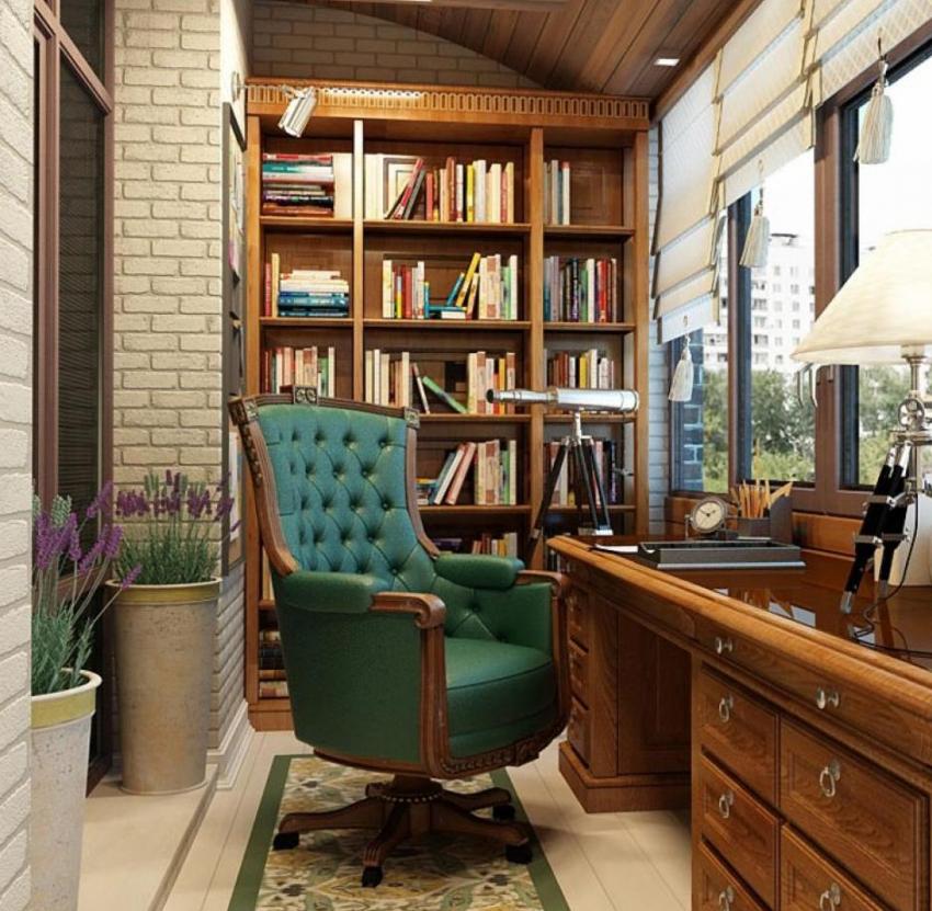 Если на балконе оборудован кабинет, то без стеллажа для книг не обойтись