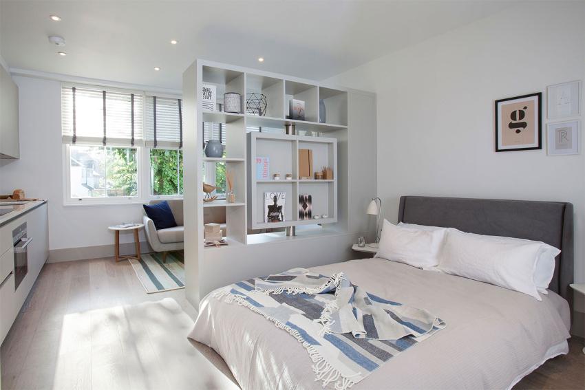 Установленные стеллажи в жилых комнатах должны соответствовать интерьеру помещения