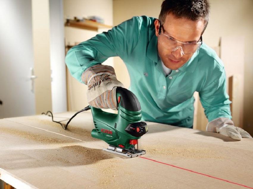 Материалы распиленные точно по размерам позволят избежать перекоса конструкции