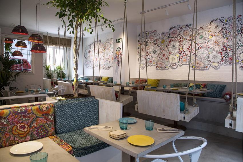Стиль фьюжн в интерьере кафе создает атмосферу свободы и непринужденности