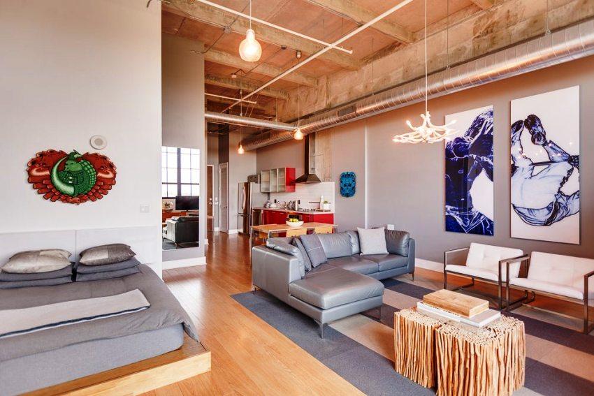 В лофт интерьере можно соединять между собой различные варианты мебели