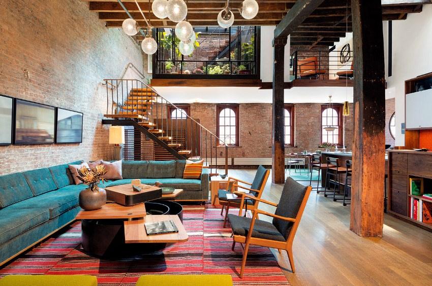 Если гостиная большая, можно рассмотреть вариант деревянной столешницы, уложенной на металлическое подстолье