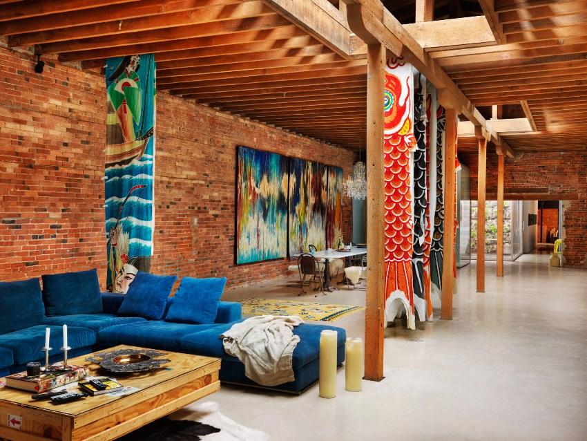 Диваны, кровати, кресла, столы и другие предметы мебели чаще всего изготавливают из древесины