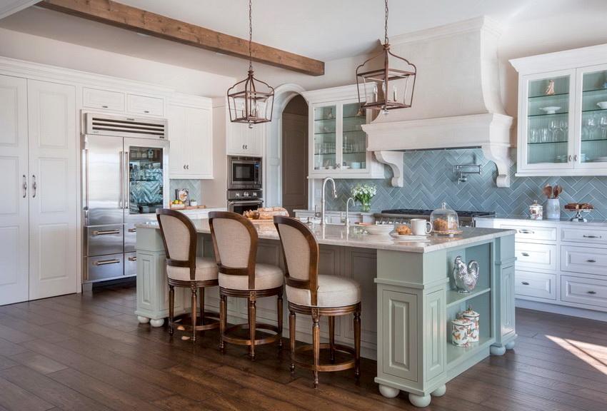 Интерьер кухни в стиле прованс выглядит свежо и навевает ощущение романтики