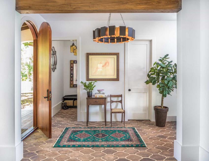 Классический стиль прованс имеет отделку стен и потолка в светлых или белых тонах