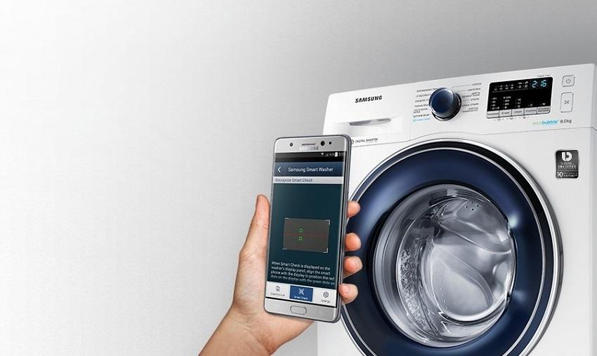 Интегрируемая стиральная машина Самсунг WW80K42E06W оснащена датчиками для контроля количество воды