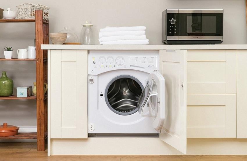 После монтирования, передняя часть стиральной машины закрывается панелью из такого же материала, что и весь гарнитур
