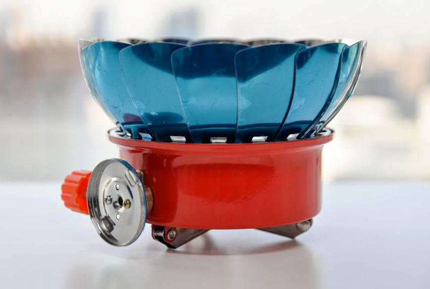 Покупая газовую походную плитку нужно учитывать ее вес и расход топлива