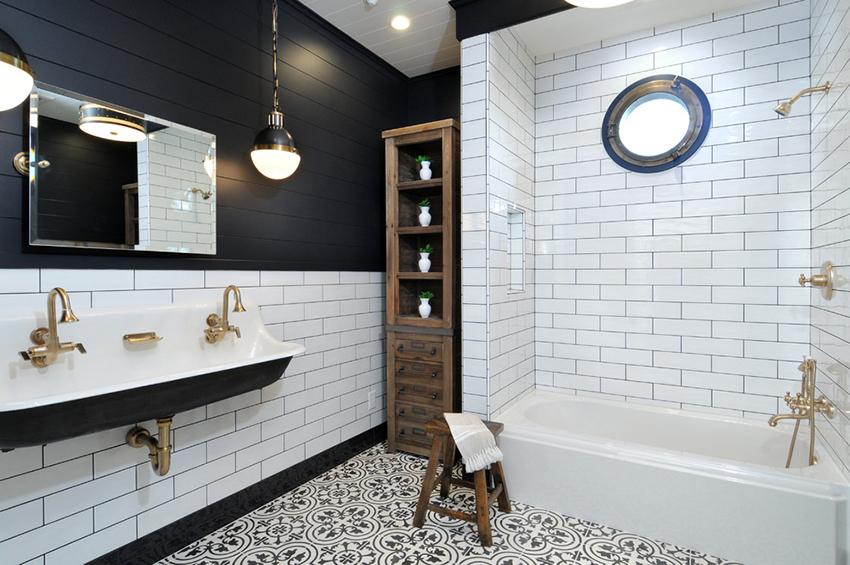 Ванная в скандинавском стиле может быть оформлена в контрастных оттенках